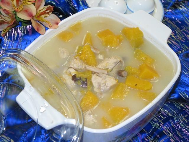 Món chay : Soup gà nấu bí đỏ .
