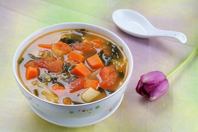 Món chay : Soup rong biển nấu rau cải .