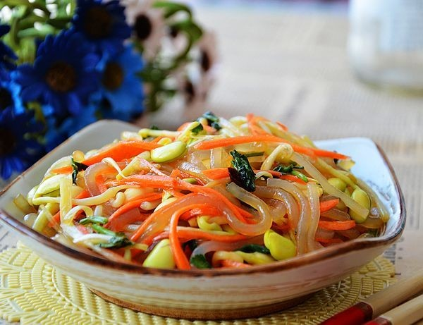 mon chay : Salad rau mầm vừa giòn vừa mát
