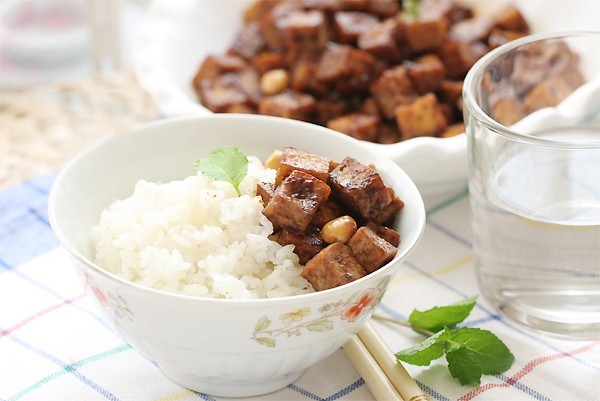 Dau phu xao lac 7 Đậu phụ xào lạc giản dị ngon cơm cho gia đình