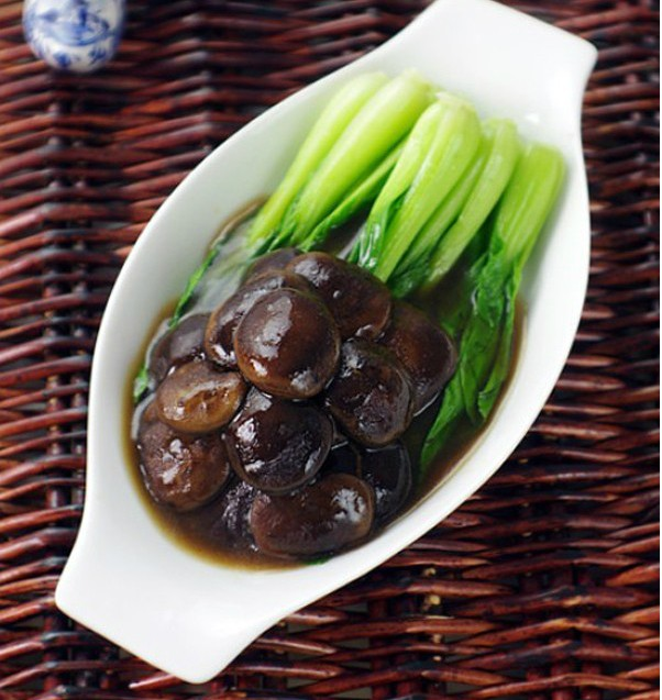 Gợi ý món chay rau cải sốt nấm cho bữa tối chay tịnh