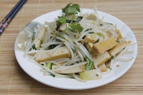 gia xao dau phu 6 Món chay giá xào đậu phụ đơn giản mà ngon và bổ dưỡng nữa