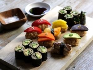 mon sushi gao lut rau qua cho nguoi an chay.
