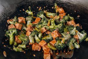 dau hu 4 300x200 Món chay đậu non xào bông cải ngon, đầy dinh dưỡng